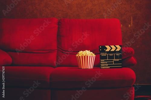 red sofa in cinema Obraz na płótnie