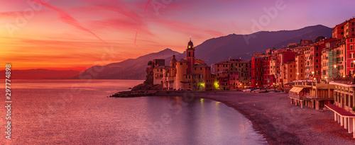 Photo sur Aluminium Grenat Camogli city at sunset