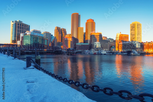 Fotografía  View on Boston city center at sunrise in winter