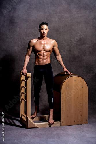 근육질, 몸, 근육, 누드, 잘생긴, 몸통, 어리다, 남자, 적당, 인물사진, 스포츠, 선수, 강한, 사람, 체육관, beautiful, man Fototapeta