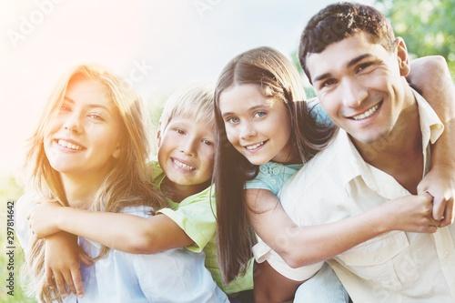 Fotografia  Parents Giving Children Piggybacks In Countryside