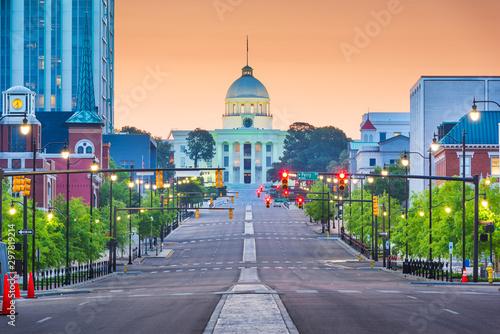 Fotografija Montgomery, Alabama, USA with the State Capitol at dawn.