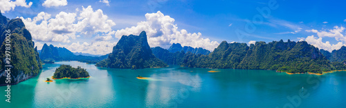 Montage in der Fensternische Blau türkis Panorama view of mountain and blue sky with cloud in Khao Sok National park locate in Ratchaprapha dam in Surat Thani province, Thailand.