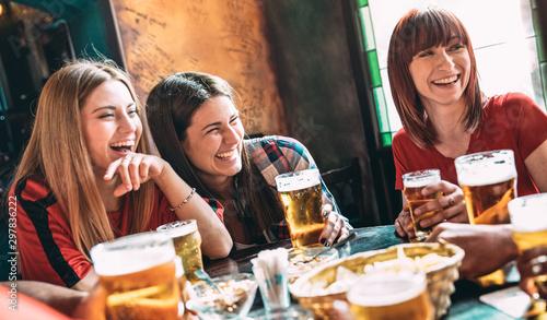 Cuadros en Lienzo Happy women best friends drinking beer at vintage bar restaurant - Female friend