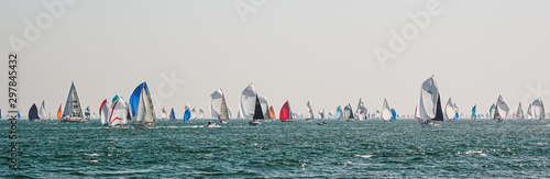 Foto Cowes June 29, 2019, the Island Race on the Isle of Wight
