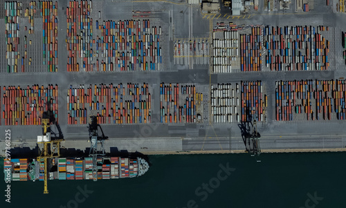 Photo cargo port of Adelaide, Australia on the Gulf of St. Vincent