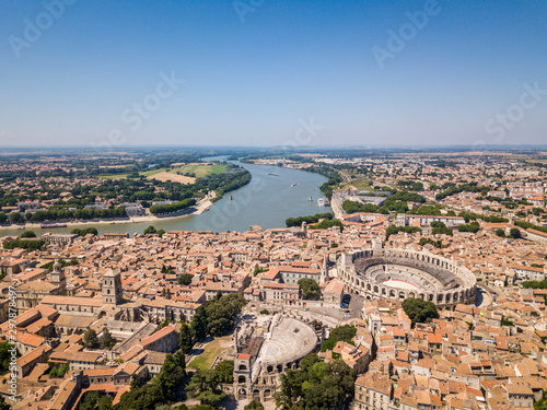 Photo Aerial View of Arles Cityscapes, Provence, France
