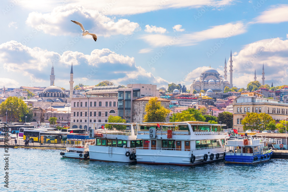 Fototapety, obrazy: Istanbul sights view: the Eminonu pier, the Rustem Pasha Mosque and the Suleymaniye Mosque