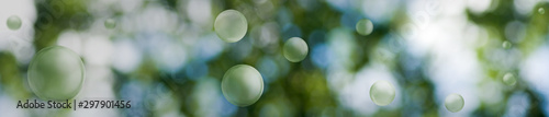 Montage in der Fensternische Olivgrun Image of green stylized balls on a beautiful abstract blurred natural background