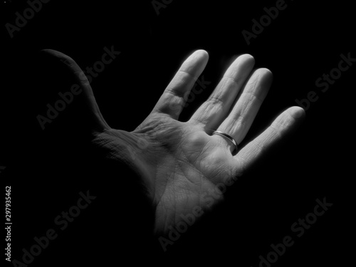 Leinwand Poster Una mano a la espera de la otra