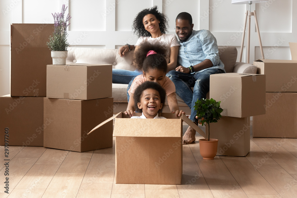 Fototapety, obrazy: Excited little kids have fun playing on moving day