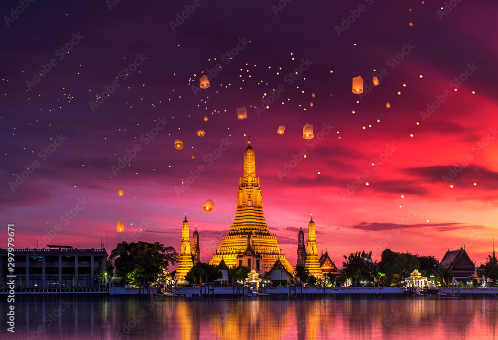 Fototapety, obrazy: Wat Arun is one of the well-known landmarks of Thailand