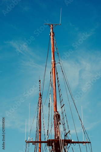 Fotografija blue sky and mast of old sailing ship in the seaport