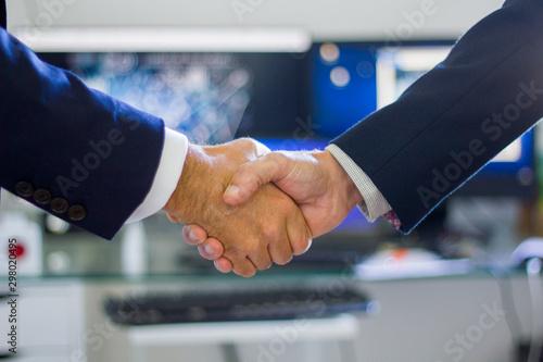Photo Saludo acuerdo reunión de trabajo