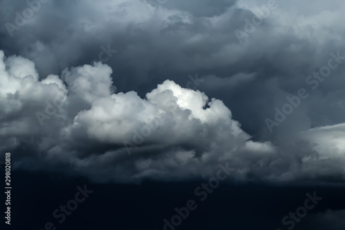 Obraz na plátně Dramatic ominous stormy sky with dark thunderclouds