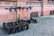 Miet E Scooter auf dem Bürgersteig, Deutschland