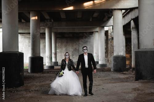 Halloween couple. Dressed in wedding clothes romantic zombie