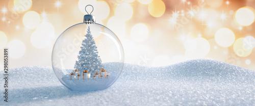 Photo Christbaumkugel aus Glas mit Baum und Geschenken im Inneren