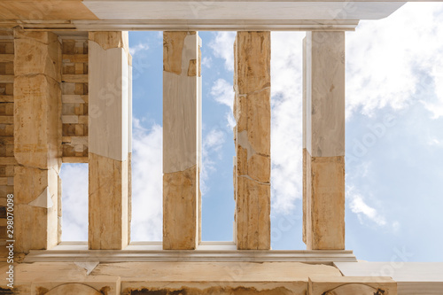 Autocollant pour porte Con. Antique Spectacular sights of the ruins in ancient Greek Acropolis, old temple of parthenon and stone pillar columns