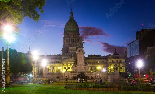 La pose en embrasure Amérique du Sud Evening view of building of National Congress of Argentina