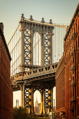 Obraz na Szkle Vintage manhattan bridge while sunset, new york