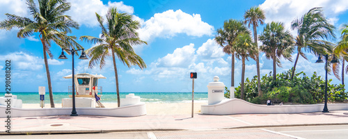 Fototapeta Seafront with lifeguard hut in Fort Lauderdale Florida, USA obraz