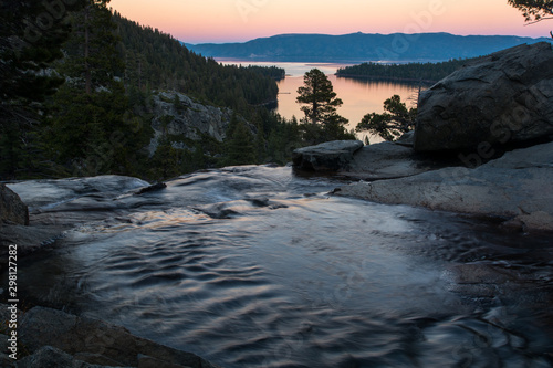 Montage in der Fensternische Forest river View to the Tahoe Lake from Eagle Fall. Calm evening and colorful sunset.