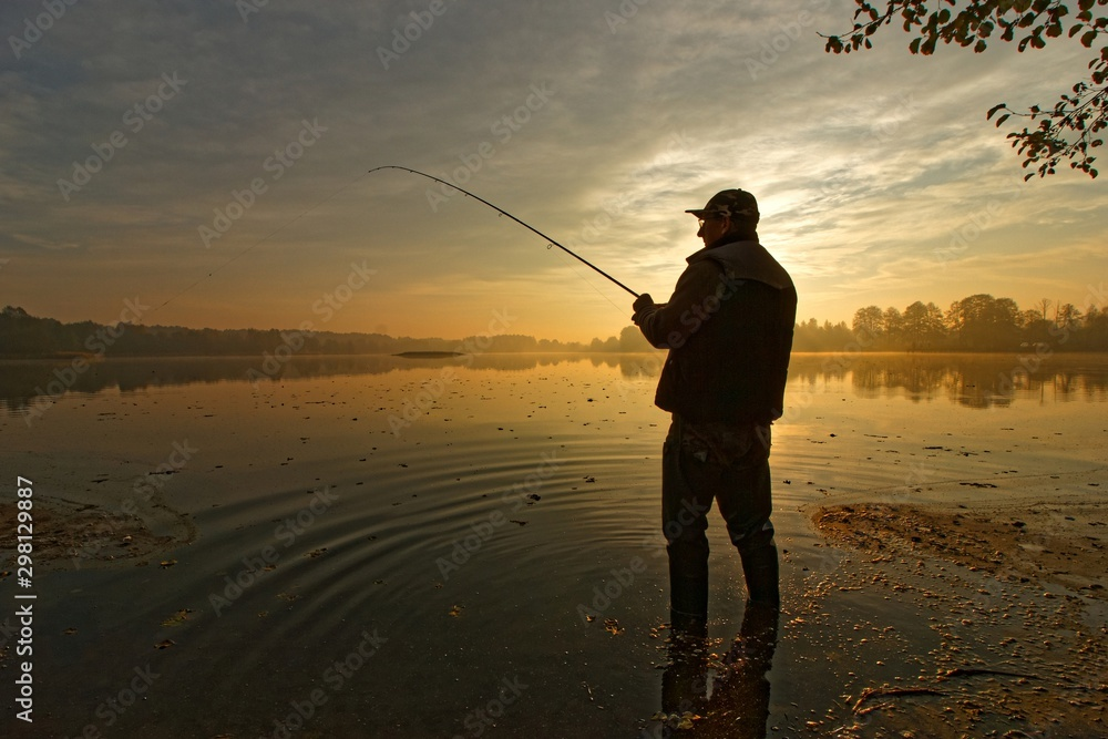 Fototapety, obrazy: fisherman silhouette during autumnal dawn