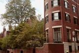 Fototapeta Londyn - Beautiful brick residential buildings on a Fall day, in the historic Beacon Hill neighborhood of Boston, Massachusetts.