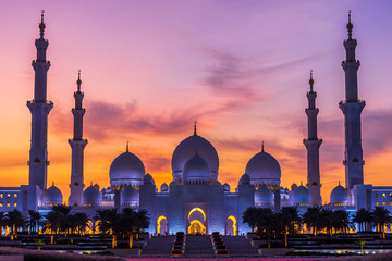 Sheikh Zayed Grand Mosque and Reflection in Fountain at Sunset - Abu Dhabi, U...