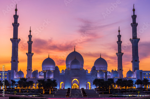 Sheikh Zayed Grand Mosque and Reflection in Fountain at Sunset - Abu Dhabi, Unit Wallpaper Mural