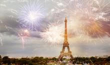 Fireworks Over Eiffel Tower Ne...