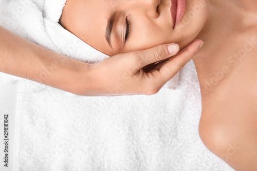 Fotografía  Young woman having massage in spa salon, top view