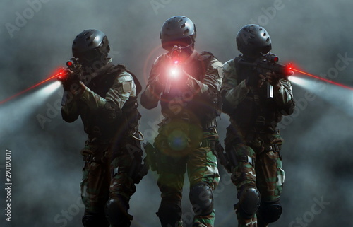 Fotomural Special force assult team at night with laser sights and smoke screen background
