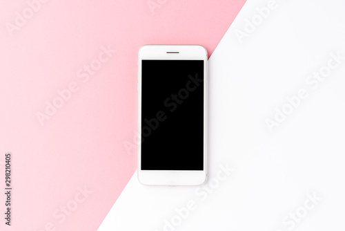 Fotografía  Smart phone with empty screen on abstract pink and white background