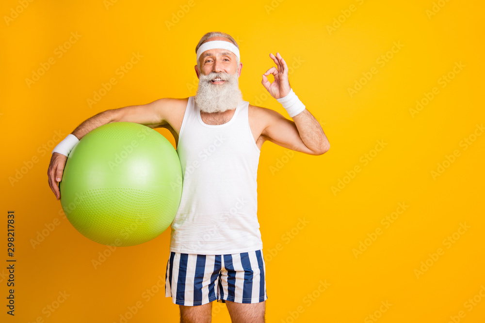 Fototapety, obrazy: Photo of aged model white hair guy hold green fit ball showing okey symbol advice great trainer wear tank-top striped shorts sweatband isolated yellow color background