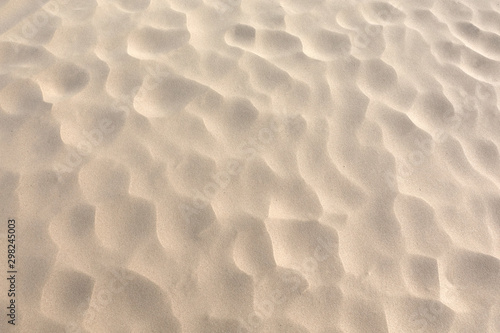 Valokuva Hot fine dry desert sand with dimples as background top view close up