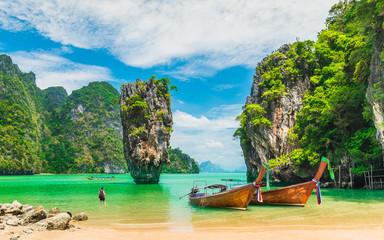Oduševljeni slikoviti krajolik prirode James bond otok s brodom za putnike zaljev Phang-Nga, atrakcija poznato turističko putovanje Phuket Tajland ljetni odmori, Turistička odredišta mjesto Azija