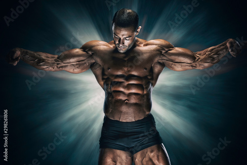 Photo Handsome Muscular Bodybuilder Flexing Muscles