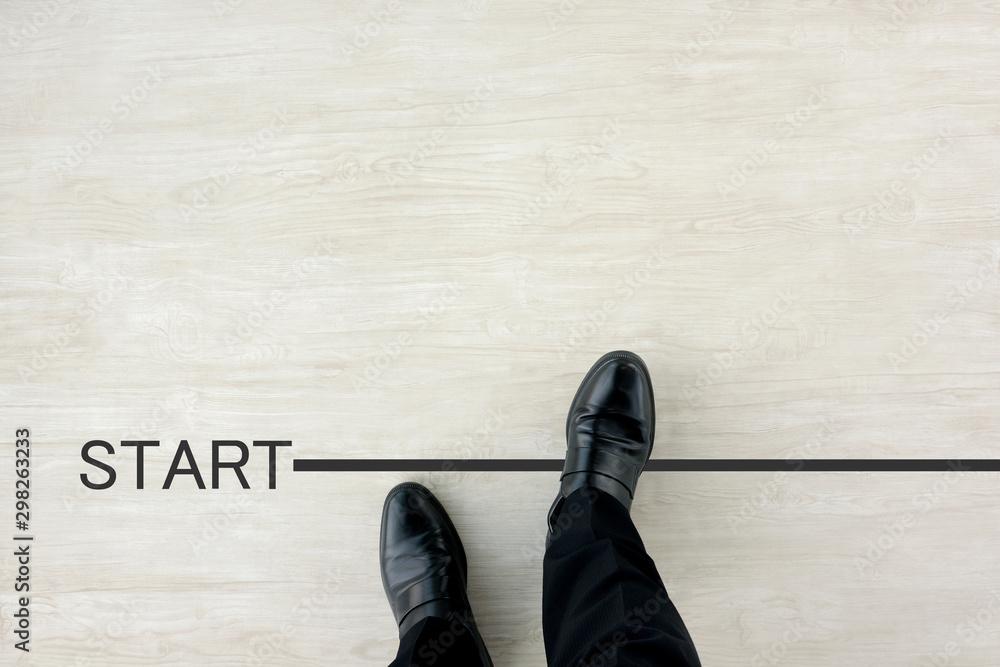 Fototapeta スタートラインから出発するビジネスマン