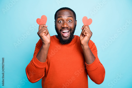 Pinturas sobre lienzo  Photo of amazing dark skin guy holding hands little red paper heart figure invit