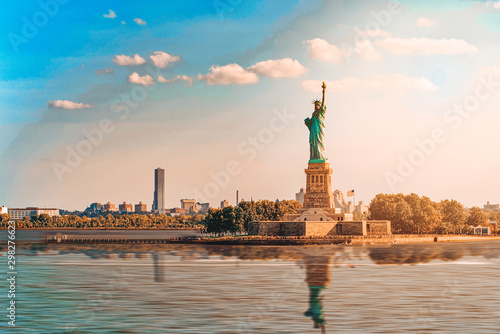 Obraz Statue of Liberty (Liberty Enlightening the world) near New York. - fototapety do salonu