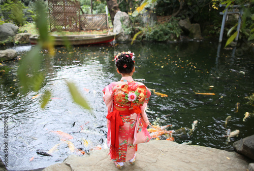 фотография 七五三 A girl wearing kimono visits a shrine at Shichigosan celebration for 7 and 5