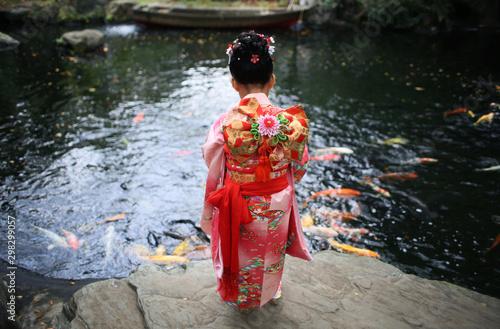 七五三 A girl wearing kimono visits a shrine at Shichigosan celebration for 7 and 5 Canvas Print