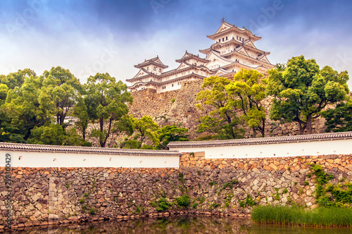 Montage in der Fensternische Lachs Himeji Castle, also called the white Heron castle, Japan. This is a UNESCO world heritage site in Japan.