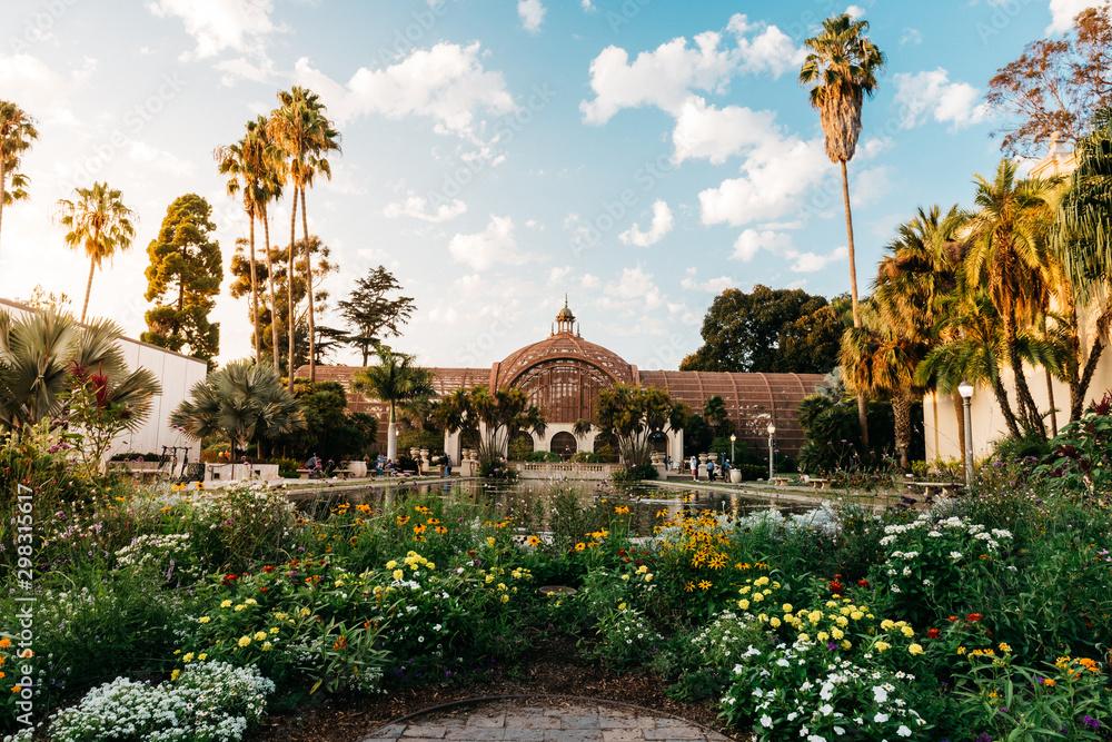 Fototapeta Botanical building and pond inside Balboa Park, San Diego, California