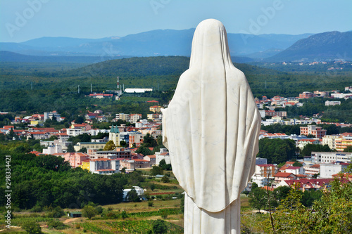 Obraz na plátně  Figura Matki Boskiej na Górze objawień w Medjugorie