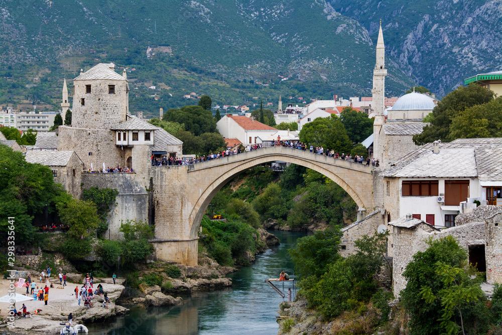 Fototapeta Most w Mostar, piękny krajobraz miasta, Bośnia i Hercegowina