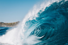 Heavy Wave Breaking With Mount...