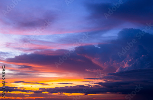 Montage in der Fensternische Aubergine lila Colorful of sky and cloud in sunset,and twilight,with cityscape in the evening